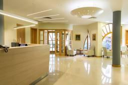 lobby-corvin-hotel-budapest.jpg